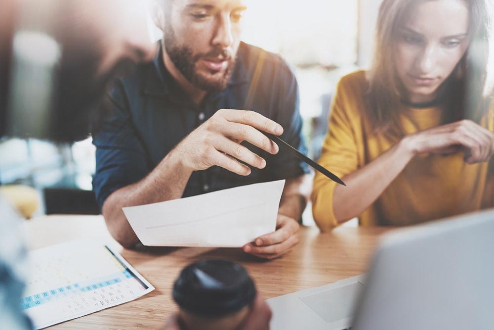 Kredyt obrotowy a faktoring – sprawdź czym się różnią!