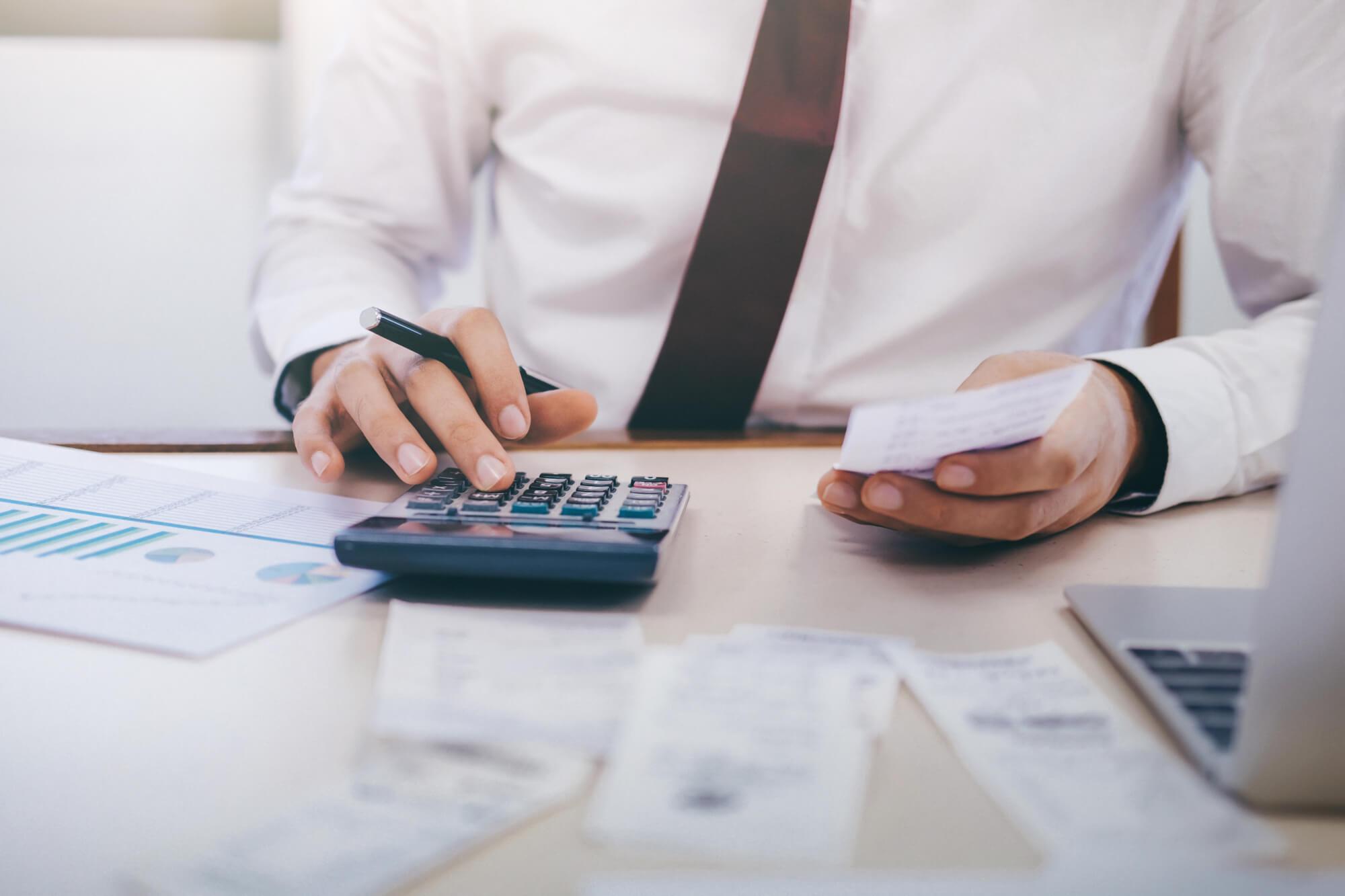 Faktura VAT marża — jak ją wystawić? Wady i zalety